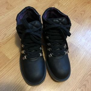 Faschia Black Leather Hiking Boots